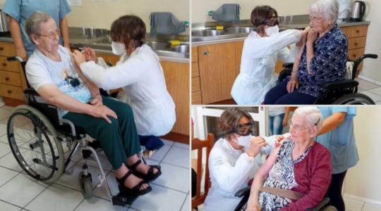 Irmãs são vacinadas contra a Covid-19 em Dois Irmãos/RS