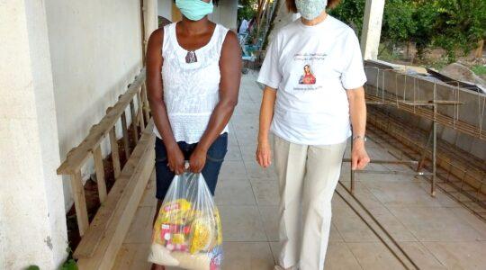 Irmãs doam alimentos e esperança para famílias de imigrantes haitianos