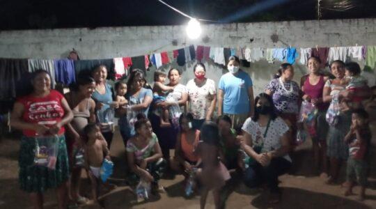 Irmãs fazem doações na comunidade indígena Warao, em Araguaína - TO