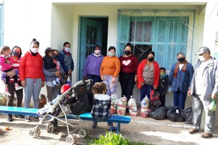 """Projeto """"Transformando vidas"""" leva esperança e ajuda para famílias em Santa Maria"""